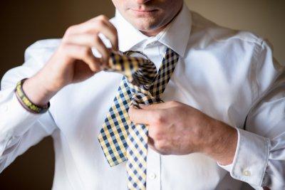 wiązanie krawata krok po kroku