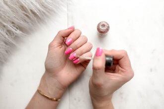 malowane paznokcie