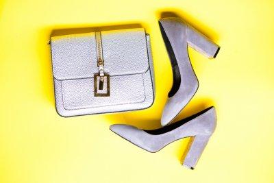 torebka do szarych butów