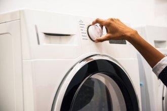 pranie butów w pralce